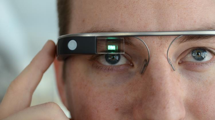 La nueva generación de las Google Glass estaría dedicada al mundo empresarial con un modelo más robusto y resistente al agua