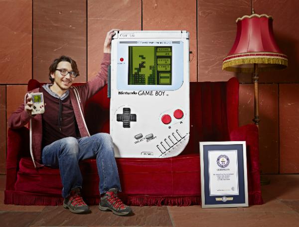 Así es la Game Boy más grande del mundo, funciona perfecto, pero no podras llevarla en tu bolsillo