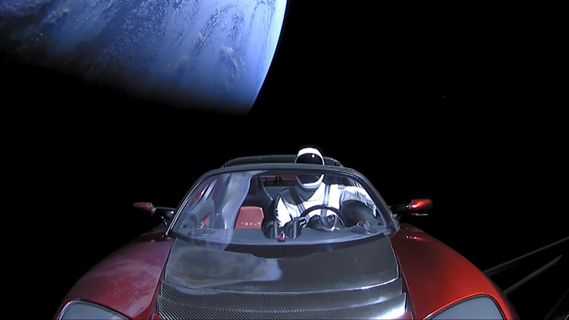 Así se ve el Tesla Roadster lanzado al espacio por el Falcom Heavy a 493.000Km de la tierra